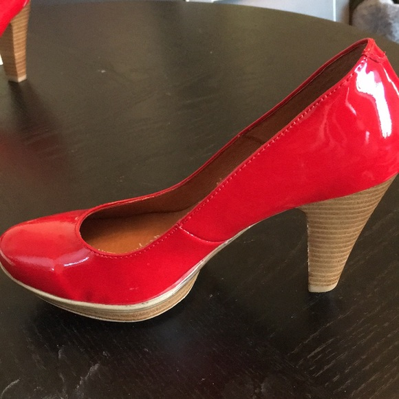 c122f5d31cc Size 7 Sofft, patent pending bright red heels!!
